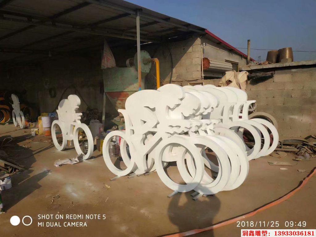 骑行者人物剪影雕塑