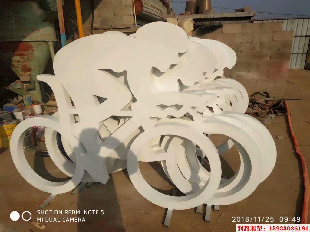 骑行者人物剪影雕塑2