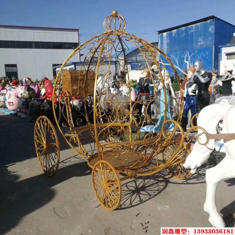 铁艺花车雕塑1