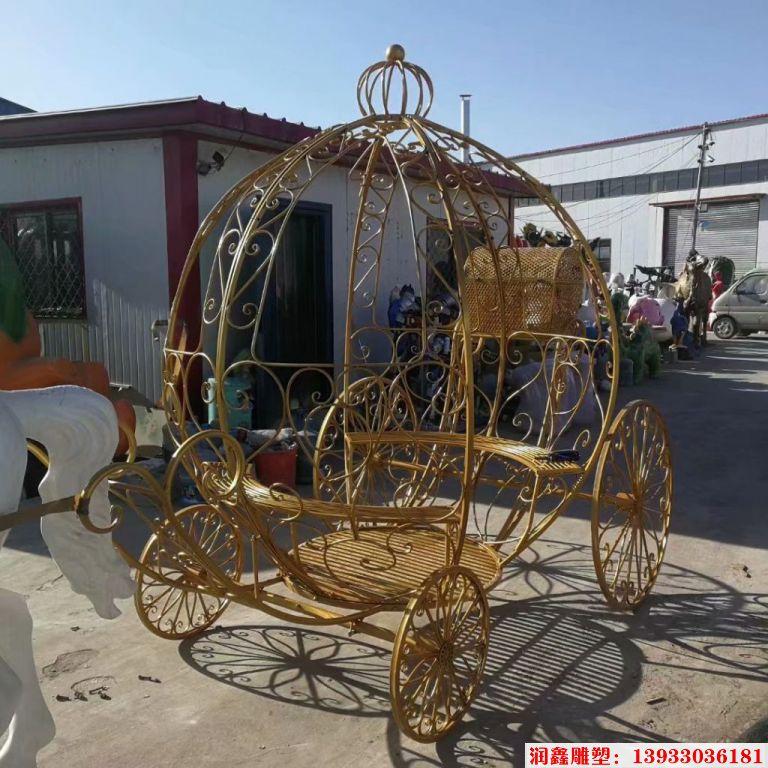 铁艺花车雕塑2
